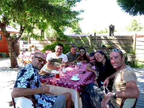 Enjoying empanadas with David, Álex, Iván and Pedro/ Comiendo empanadas con David, Álex, Iván y Pedro